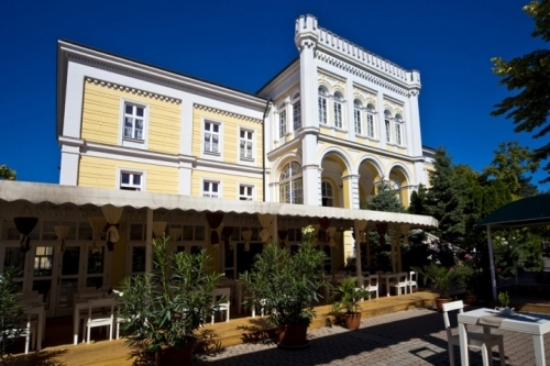Villa of the Dőry family – now Hotel Astoria