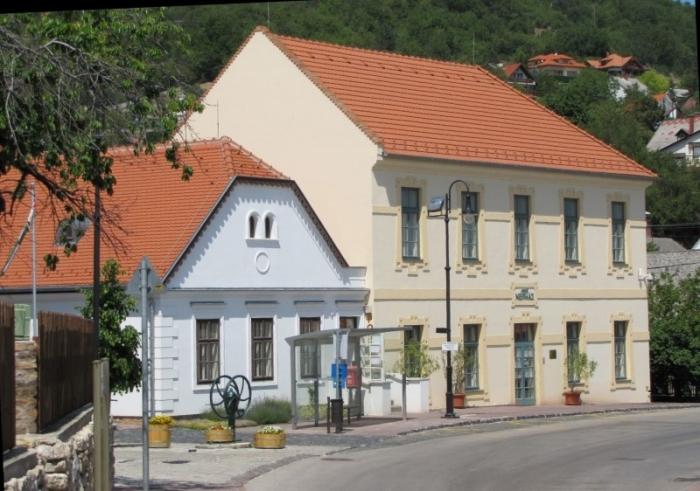 Volkshaus in Arács