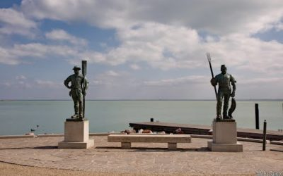 The statues of the fisherman and the ferryman
